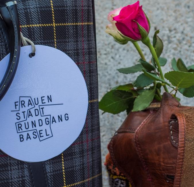 Führung à point, Basel bricht das Eis. Der lange Weg zum Frauenstimmrecht - mit Riehen Special. Bild: Verein Frauenstadtrundgang Basel